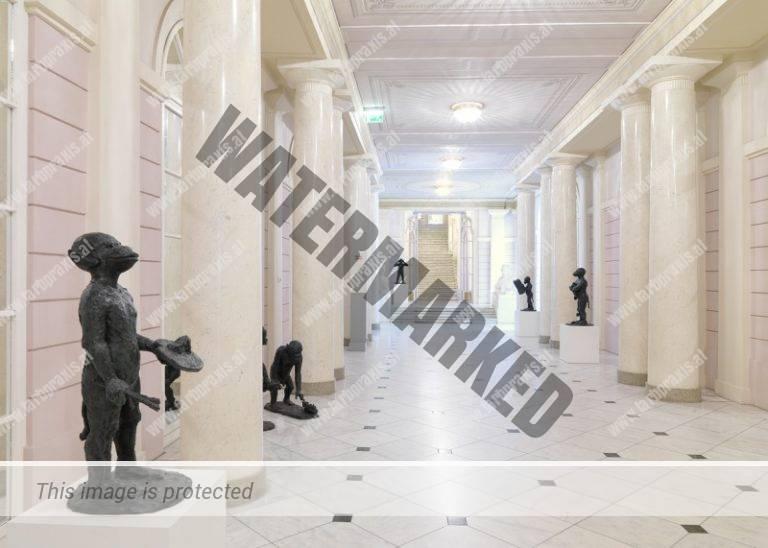 Ausstellungsfotografie Säulengang Immendorfskulpturen